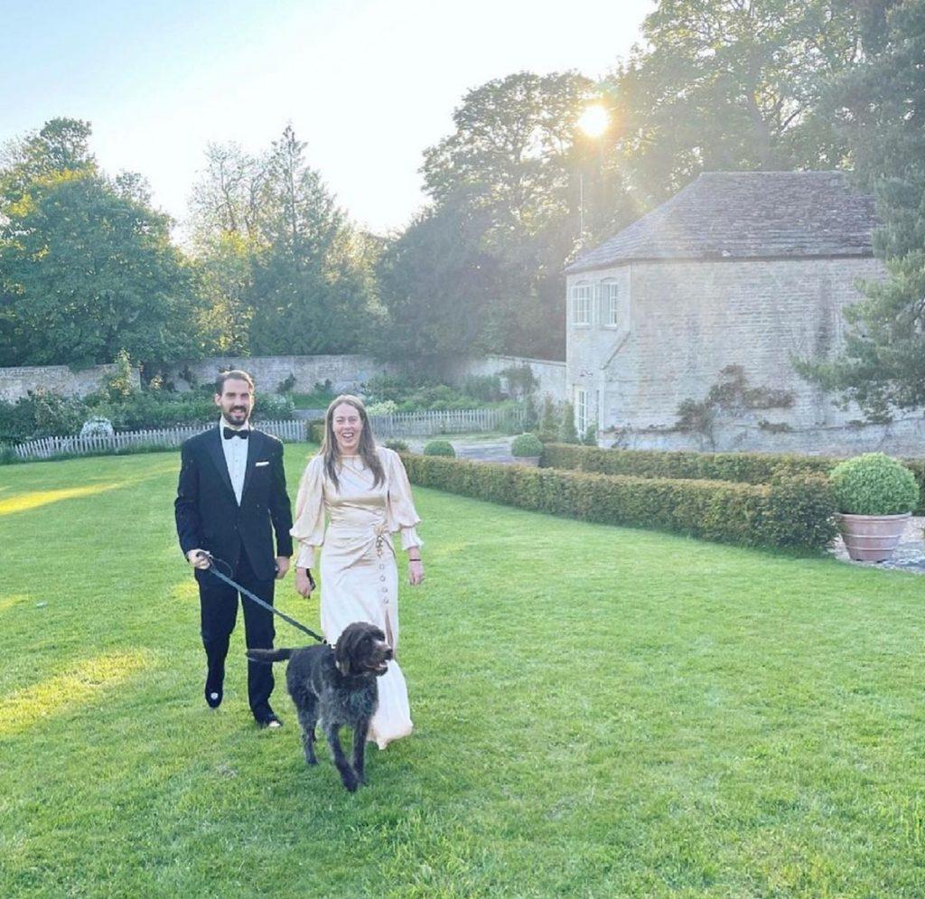 Las divertidas fotos de Philippos of Greece y el rebozo de Nina Flohr con sus amigos en una mansión inglesa 1