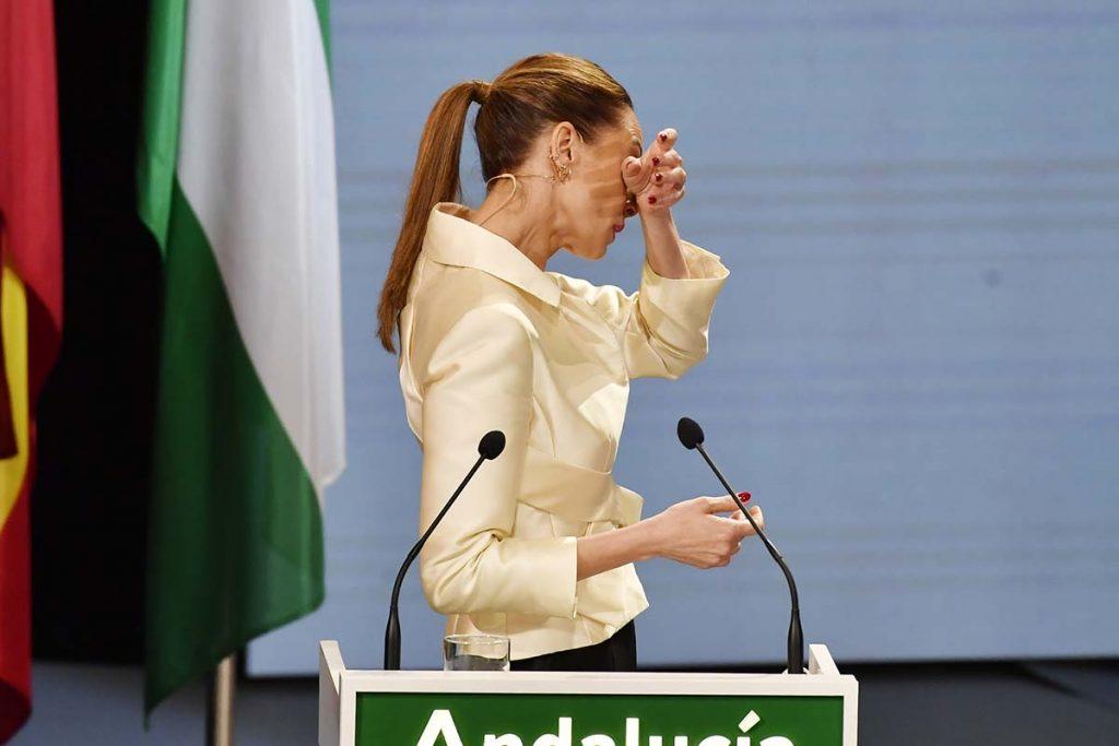Las lágrimas de Eva González durante el acto de entrega de las Medallas de Andalucía 1