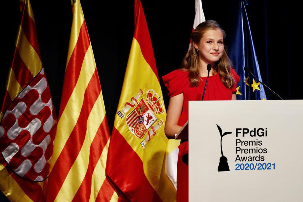 Leonor vuelve a presumir de idiomas en los Premios Princesa de Girona 1