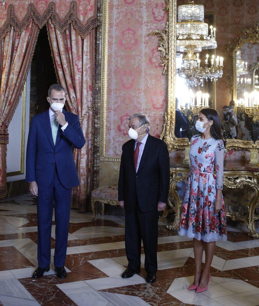 Letizia, romántica de azul y rosa a su regreso al Palacio Real 1