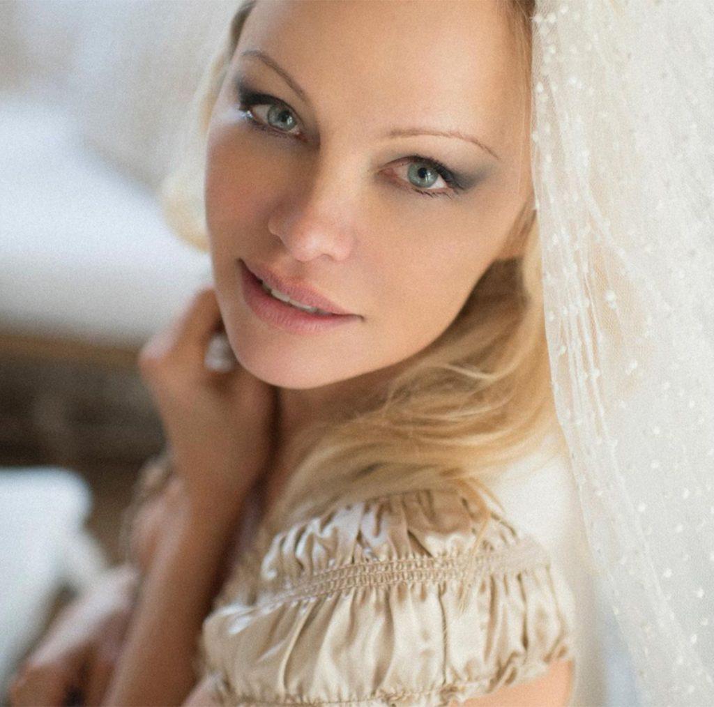 Pamela Anderson se casa por sorpresa con su guardaespaldas: su sexto marido 1