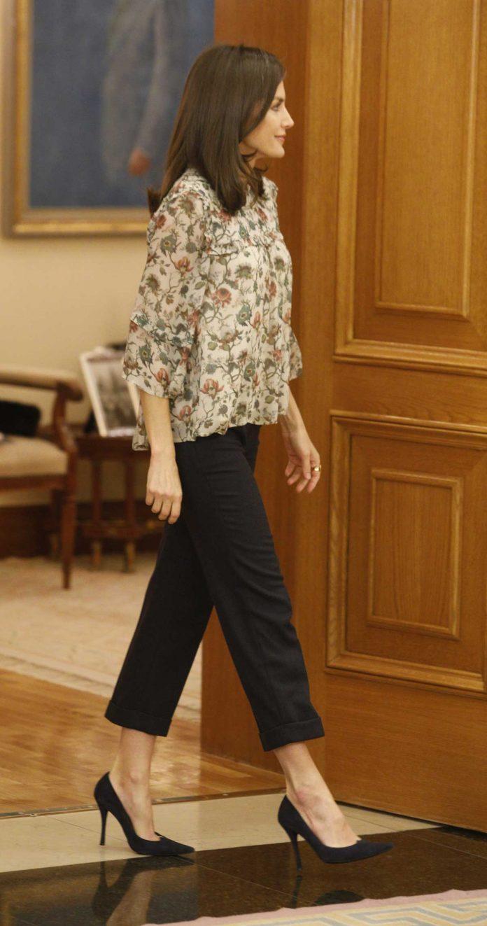 Reina Letizia: como aburrirse con una blusa de flores 1