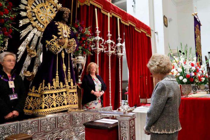 Reina Sofía: enfrenta el coronavirus ante el Cristo de Medinaceli 1