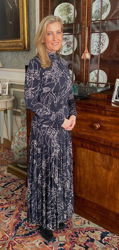 Sophie Wessex, rejuvenecida y última vestida como una famosa diseñadora en apuros 1
