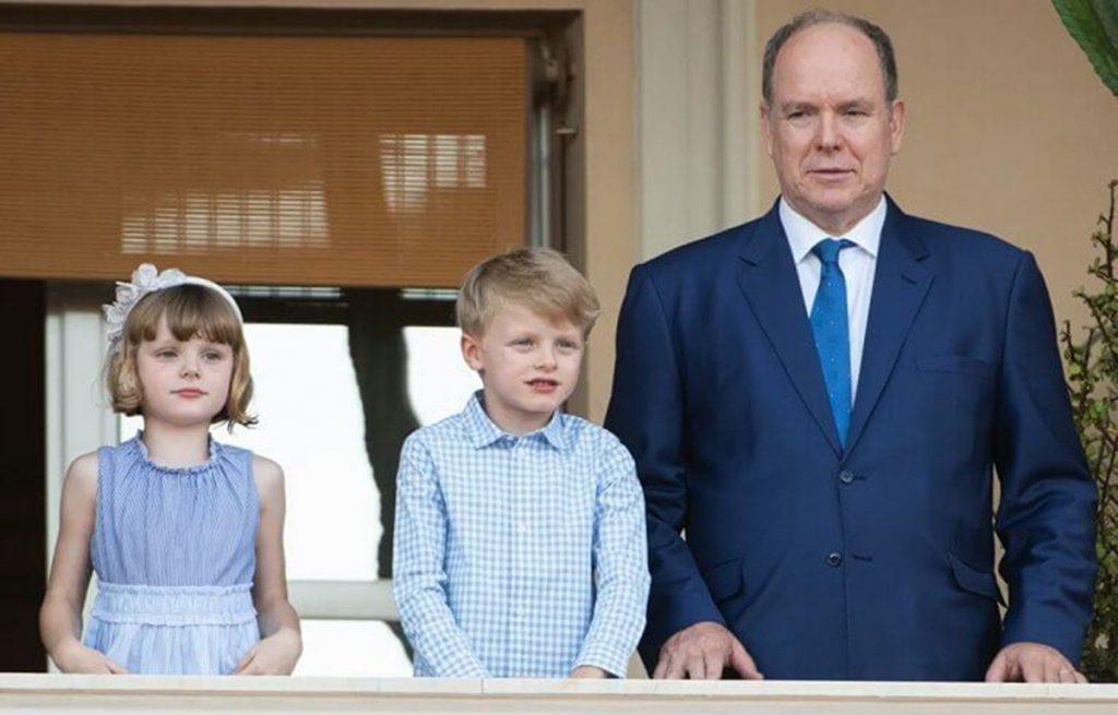 Un muy cariñoso Alberto de Mónaco celebra San Juan con sus hijos (y de nuevo sin Charlène) 1